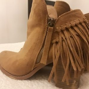 Cute booties with fringe size 8